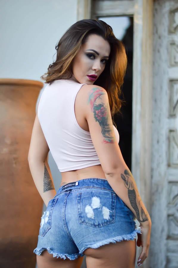 Monique Coelho posa sensual (Foto: Eduardo Graboski/ M2 Divulgação)