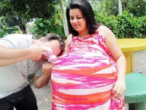 Verônica e o marido divulgaram a gravidez para a imprensa em janeiro de 2012 (Foto: Arquivo Pessoal)