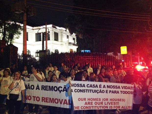 Manifestação contra a remoção de casas no Jardim Botânico, na Zona Sul do Rio  (Foto: Gabriel Barreira/G1)