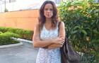 Vanessa Gerbelli posa estilosa no intervalo de gravação (Foto: Em Família/ TV Globo)
