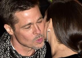 Brad Pitt e Marion Cotillard em première de filme em Madri, na Espanha (Foto: Gerard Julien/ AFP)
