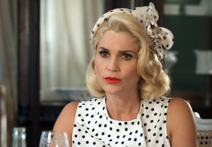 Sandra descobre que Candinho é o pai do filho de Filó (Foto: TV Globo)