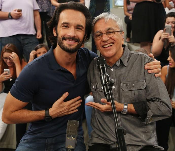 Rodrigo Santoro posa para fotos com Caetano Veloso (Foto: Carol Caminha/Gshow)