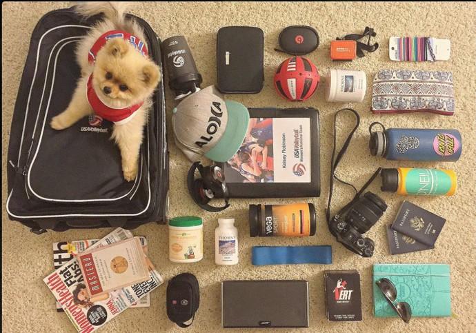 Kelsey Robinson e os itens que farão parte da sua mala para o Rio de Janeiro (Foto: Reprodução/ Twitter)