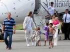 Angelina Jolie e Brad Pitt visitam Vietnã com os filhos