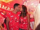 Ronaldo beija a namorada em dia de desfiles no Rio: 'Sou romântico'