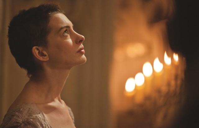 """Anne Hathaway no filme """"Les Miserables"""" (Foto: Divulgação)"""