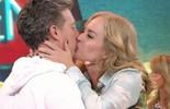 Angélica faz bolo surpresa para Luciano: 'Amor tem bastante'
