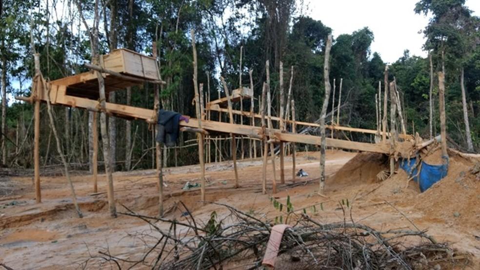 Local onde funcionava garimpo no interior da TIY (Foto: Exército Brasileiro/Divulgação)