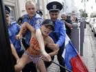 Ativistas do Femen protestam contra prisão de opositor russo