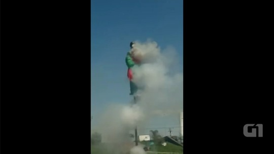 Moradores explodem boneco de Judas no Sábado de Aleluia em Salto; vídeo