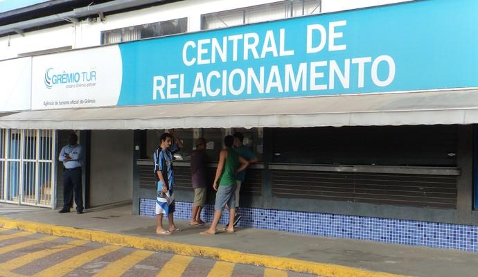 Torcida gremista garante últimos ingressos para o Gre-Nal (Foto: Tatiana Lopes/GloboEsporte.com)