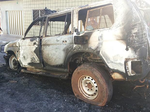 Veículo foi totalmente consumido pelas chamas (Foto: Divulgação / PM-MA)