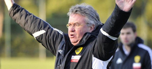 Guus Hiddink treino Anzhi (Foto: Reuters)