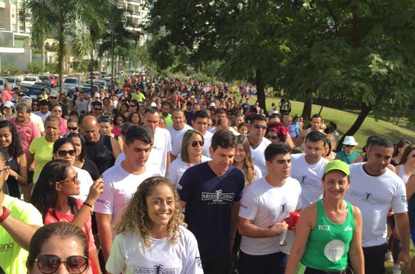 Caminhada Medida Certa reúne 6 mil pessoas no Parque Flamboyant (Foto: TV Anhanguera)