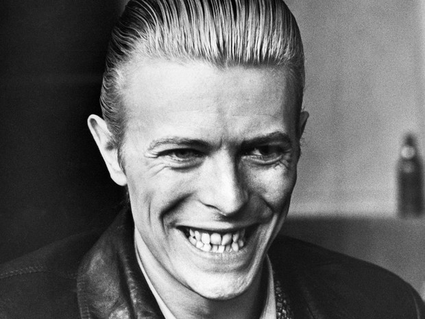 David Bowie sorri durante entrevista em Helsinki, na Finlândia, em abril de 1976 (Foto: AFP/Lehtikuva/Arquivo)