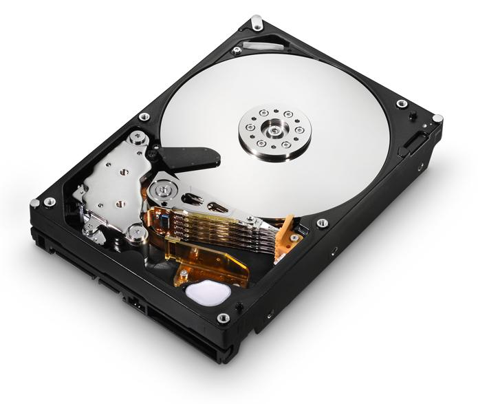 HDs contam com mecanismos sensíveis que, ao saírem de alinhamento, podem causar ruídos e danificar os discos (Foto: Divulgação/Hitachi)