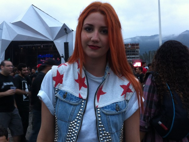 Ana Paula Morais, 20 anos, pintou o cabelo ontem para vir ao Rock in Rio nesta quinta (Foto: Letícia Mendes/G1)