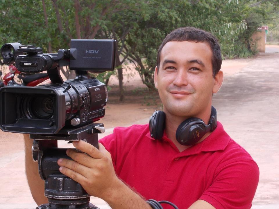 Rodrigo Araújo é repórter cinematográfico da TV Grande Rio (Foto: Arquivo Pessoal)