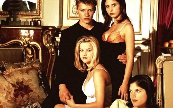 Ryan Phillippe, Sarah Michelle Gellar, Reese Whiterspoon e Selma Blair em 'Segundas Intenções' (Foto: Reprodução)