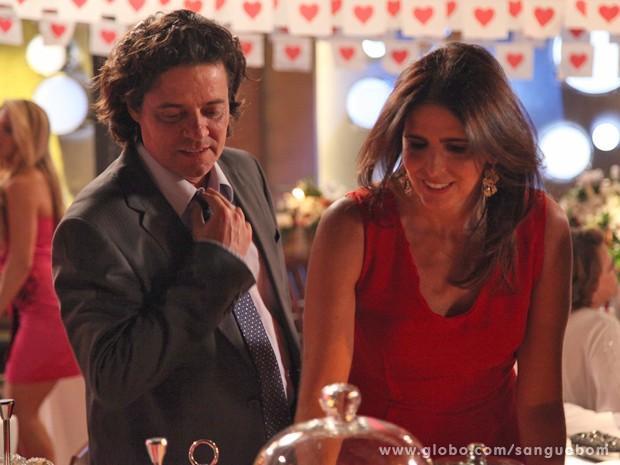 Rosemere e Perácio ficam juntos (Foto: Sangue Bom / TV Globo)