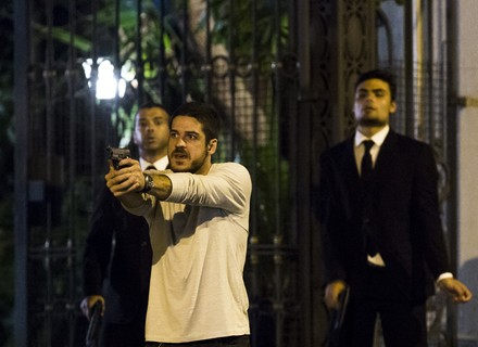 Dante atira para salvar Gibson