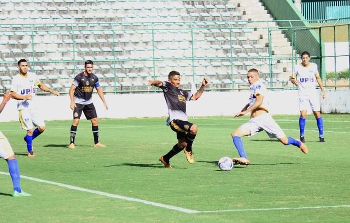 Paranoá e Sobradinho fizeram jogo pegado no Bezerrão: 1 a 1 (Foto: Milo Rezende / Sobradinho EC)