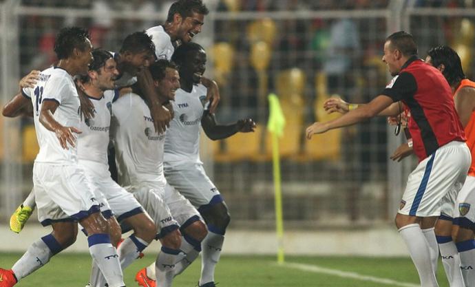 Elano vai comemorar com Materazzi no Chennaiyin FC (Foto: Divulgação / ISL)