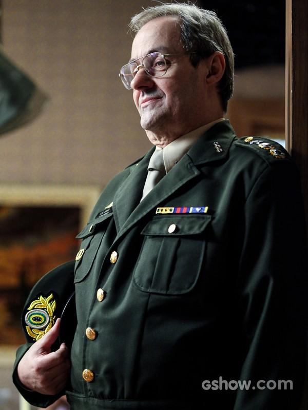 Daniel Dantas será militar em Boogie Oogie (Foto: Camila Camacho/TV Globo)