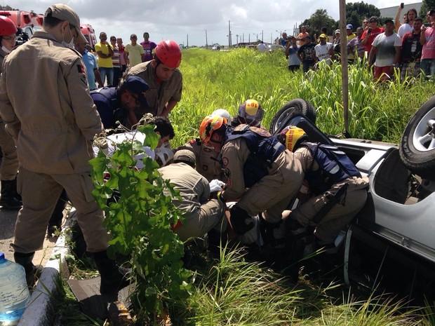 Acidente aconteceu na BR-230, na entrada do município de Santa Rita (Foto: Walter Paparazzo/G1)