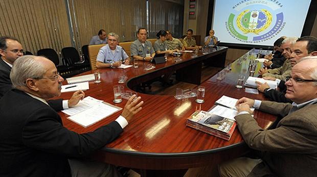 Reunião no Ministério da Defesa entre militares e integrantes de comissões de ufólogos (Foto: Divulgação / Ministério da Defesa)
