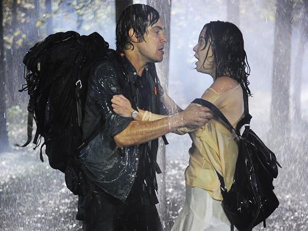 Laura se assusta com Caíque (Foto: Reinaldo Marques/TV Globo)