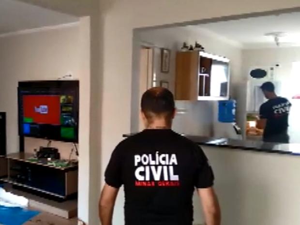 Polícia faz reconstituição de crime que matou músico em Poços de Caldas (MG) (Foto: Reprodução EPTV)