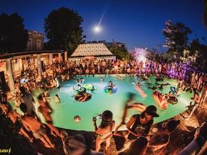Primavera e verão são as épocas mais comuns para as festas na piscina no Rio  (Foto: Divulgação / I Hate Flash)