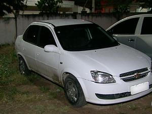 Carro foi utilizado pelos supostos autores do crime (Foto: Reprodução/TV Asa Branca)