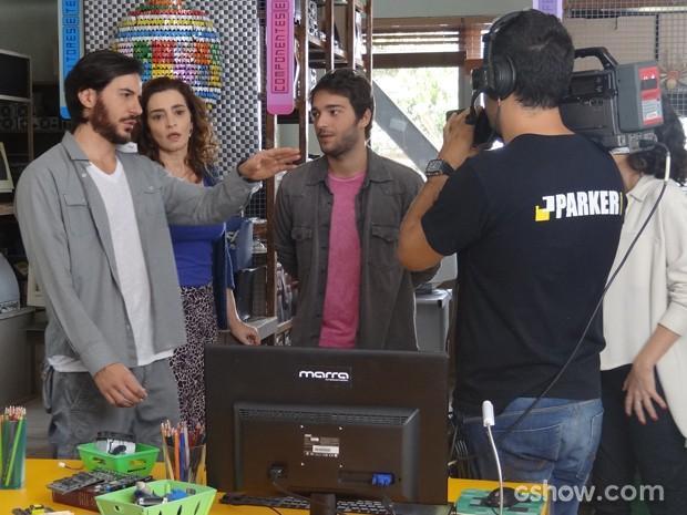 Herval chega na Plugar e se irrita com gravações da Parker TV (Foto: Geração Brasil/TV Globo)