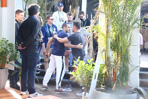 Zac Efron com Danell Leyva (Foto: Gabriel Reis e Andre Freitas/ Ag. News)
