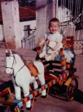 Angélica posta foto da infância (Foto:  Reprodução Facebook)