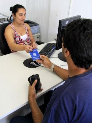 Os nove postos do Sine fazem cerca de oito mil atendimentos por mês, entre pedidos do seguro-desemprego e de vagas de emprego (Foto: Valdecir Galor /SMCS / Arquivo)