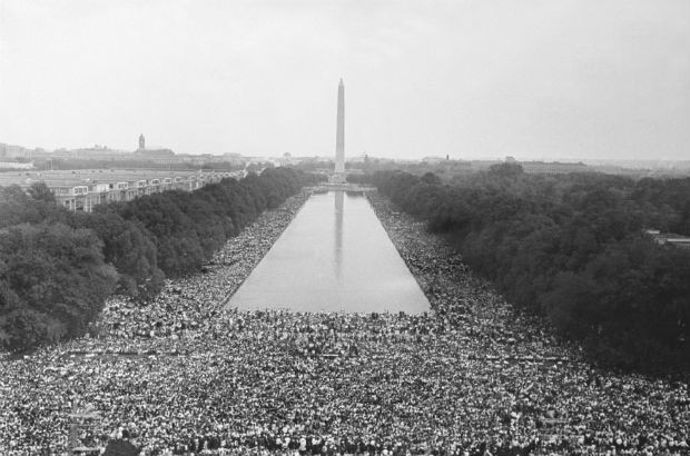 1963 - O discurso de Martin Luther King por igualdade racial no Memorial Lincoln, em Washington, reuniu 250 mil pessoas – cerca de 60 mil, brancos  (Foto: Keystone-France/Gamma-Keystone via Getty Images)