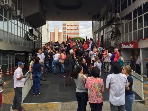 Servidores farão assembleia na noite desta segunda-feira (29) (Foto: David de Tarso/Tv Fronteira)
