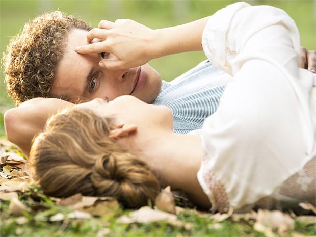 O casal faz juras de amor em programa bucólico (Foto: Felipe Monteiro / Gshow)