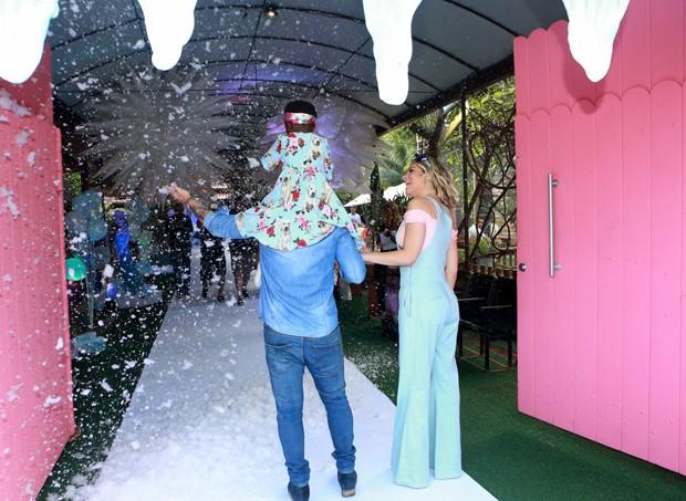 Gagliasso e Ewbank celebram aniversário de Titi (Foto: DILSON SILVA/AGNEWS)