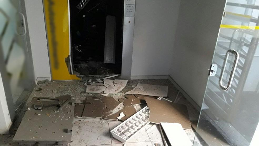 Agência foi explodida na cidade de Brejo do Cruz, no Sertão paraibano, banco  do brasil (Foto: Sargento Coelho / Polícia Militar)