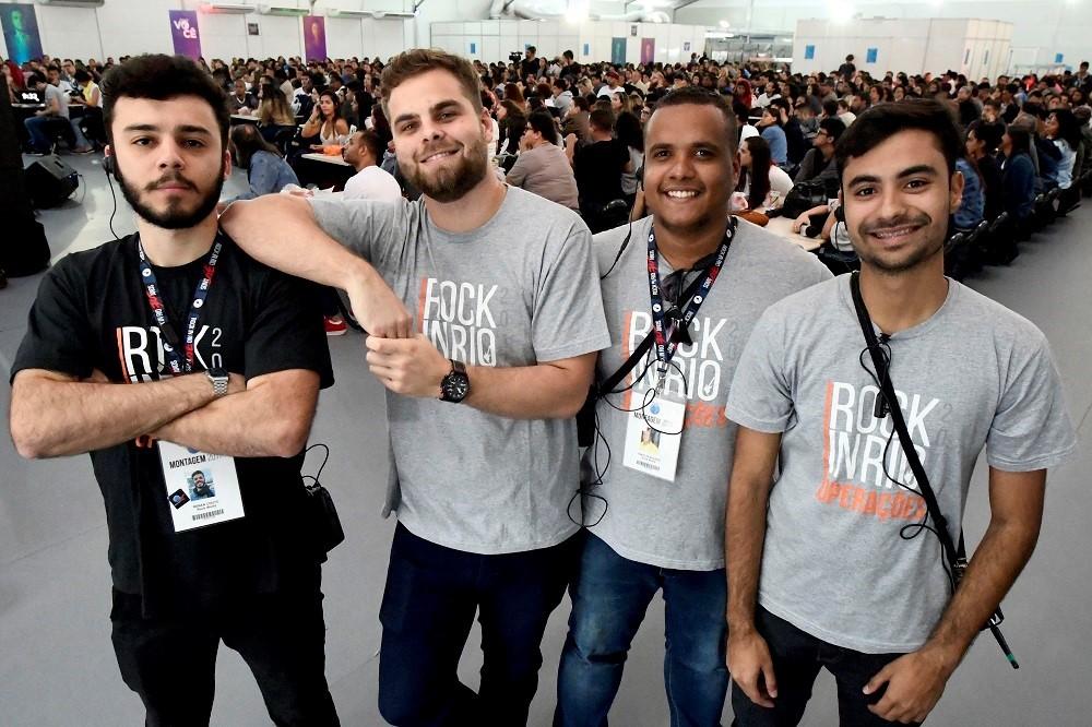 Ex-voluntários podem se tornar funcionários do festival, como aconteceu com os jovens Renan Couto, Tony Senra, Vinícius Figueira e Billy Sales (Foto: Divulgação/Marcus Vini)