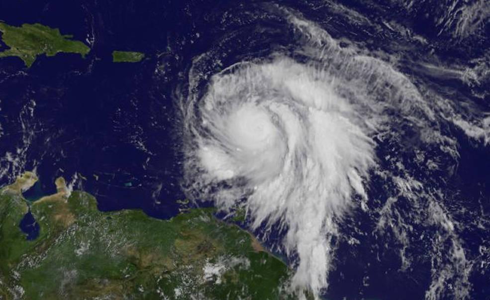 Imagem captada em 18 de setembro às 10:45. Fenômeno chega a categoria 3 enquanto passa pelo oeste das Ilhas de Sotavento (Foto: NASA/NOAA GOES Project)