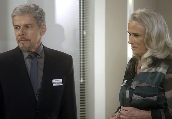 Mág fica comovida com a preocupação de Tião (Foto: TV Globo)