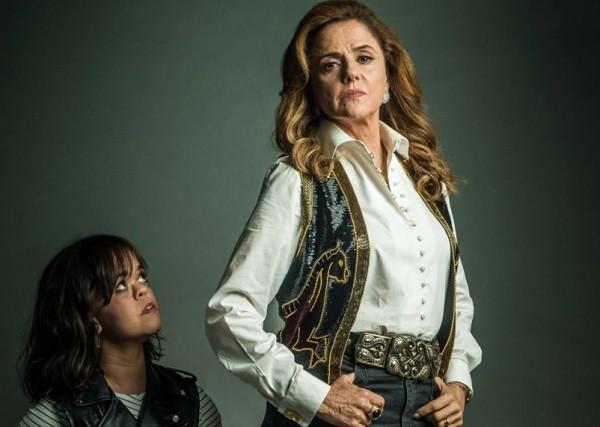 Na novela, personagem de Marieta faz maldades com a própria filha (Juliana Caldas), que tem nanismo (Foto: Divulgação)