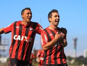 Elias gol Atlético-PR (Foto: Joka Madruga / Ag. Estado)