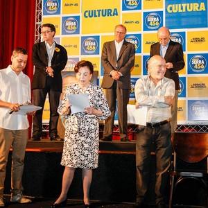 O diretor de teatro Sérgio Ferrara, a atriz Beatriz Segall e o artista plástico Gilberto Salvador apoiam as candidaturas do PSDB. Menos a de Aécio  (Foto: Reprodução/Facebook)